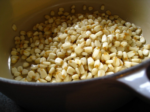 how to cook white hominy